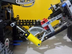 Utilizando atuador pneumático para levantamento da garra. projeto PHENNIX